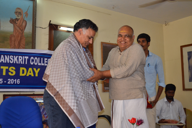 Principal & students Honoured the Chief Guest Sri V.B. Chandrasekar, Former Indian Cricket Player