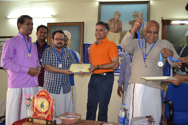The Chief Guest distributed Prizes to the winners (both students & staff) of individuals and team level sports competitions.